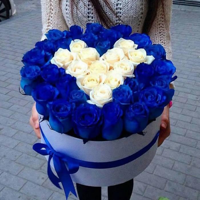 35 роз в коробке с сердцем R018