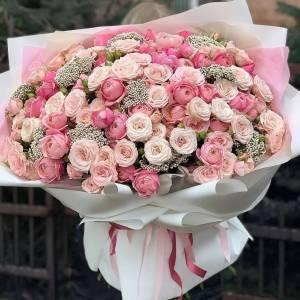 Букет 101 ветка кустовых роз с зеленью R993