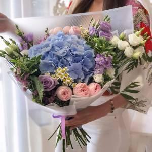 Сборный букет с голубой гортензией R1701