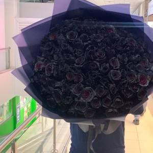 Букет 101 черная роза с оформлением R826