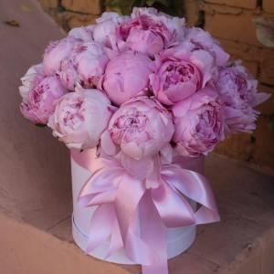 Коробка 21 розовый пион с оформлением R774