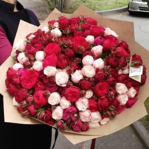 Букет пионовидных роз в крафте, 101 шт. R874