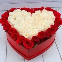 Сердце 39 роз красные и белые в коробке R020