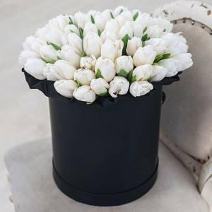 51 белый тюльпан в черной коробке R196