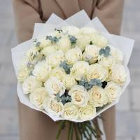 Букет 31 белая роза в крафте R008