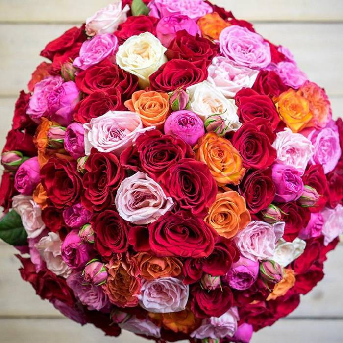 Букет из 51 пионовидной розы, в упаковке R158