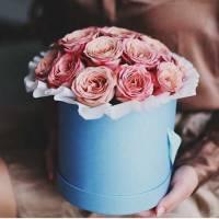 19 крупных пионовидных роз в коробке R011
