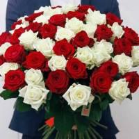 Букет 51 роза красные и белые с лентами R016