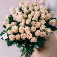 Букет 51 кремовая роза с лентами R306